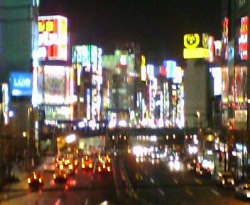 新都心歩道橋から新宿大ガード歌舞伎町方向を望む