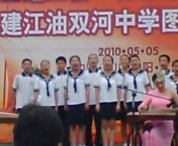 四季の歌を歌う中国の中学生